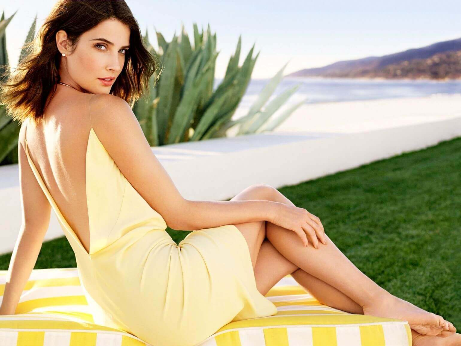 cobie smulders sexy cleavage pics
