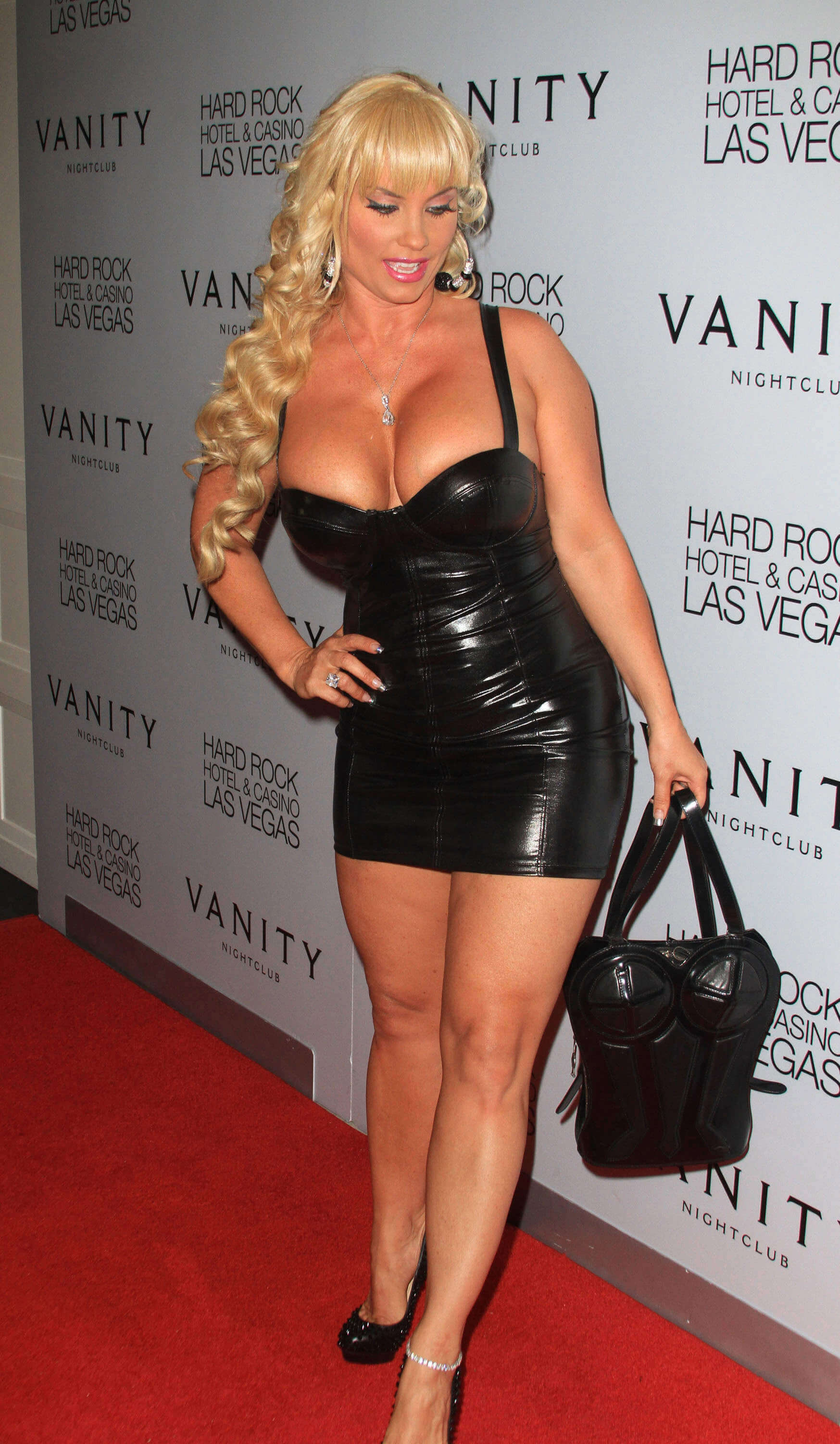 coco austin hot cleavage (2)