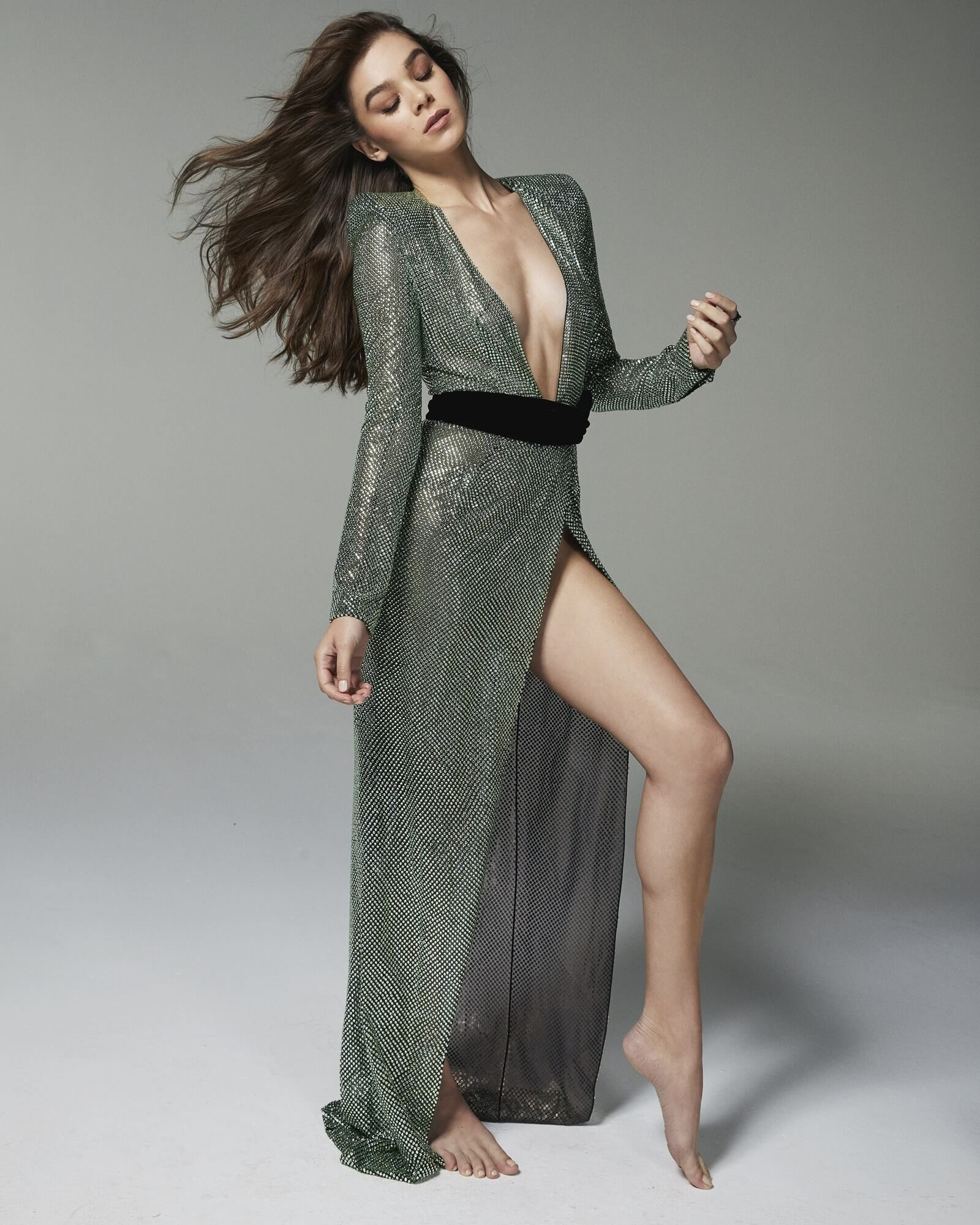 hailee steinfeld sexy busty pictures