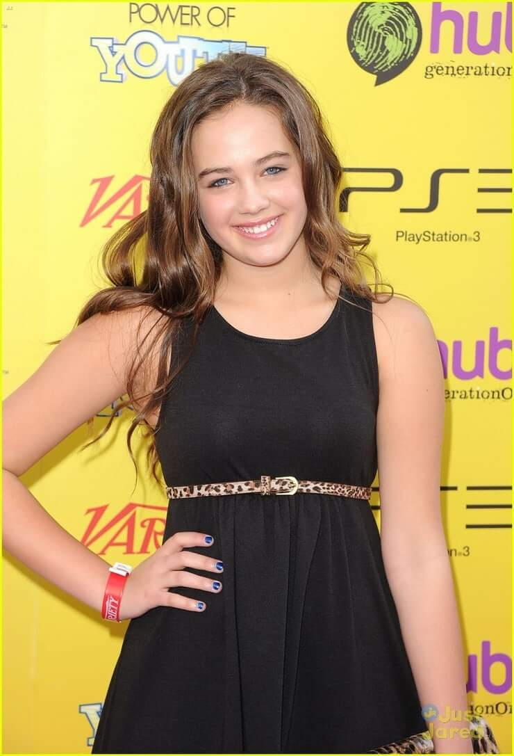 mary mouser black dress pic
