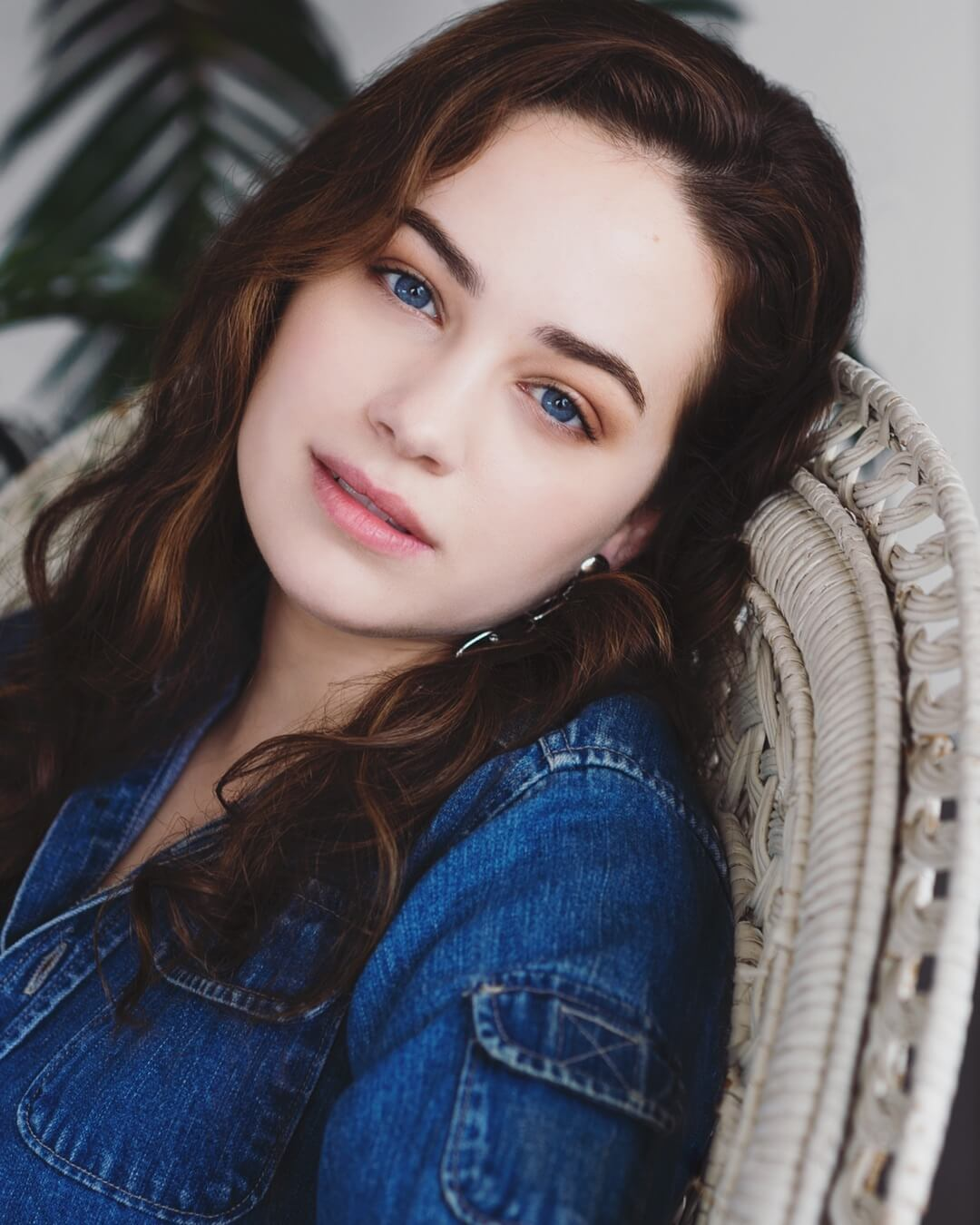 mary mouser sexy eyes