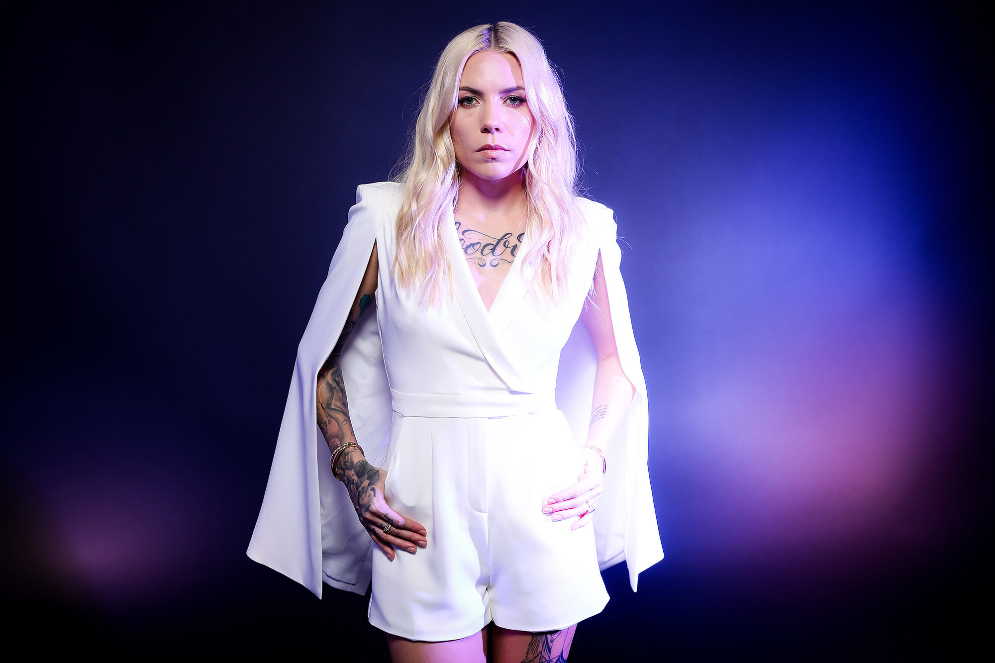 skylar grey sexy cleavage pictures
