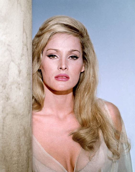 ursula-andress awesome pic