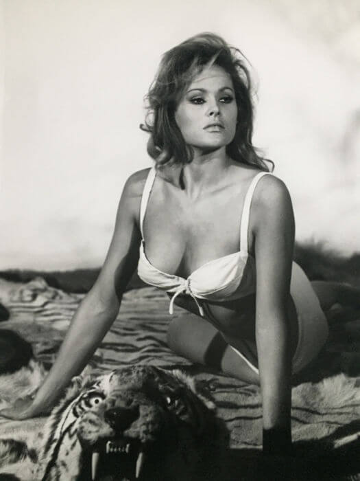 ursula-andress sexy cleavage