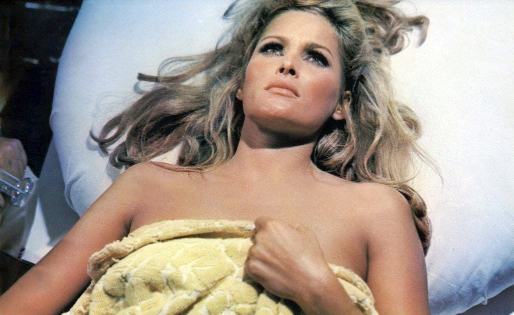 ursula-andress sexy pictures