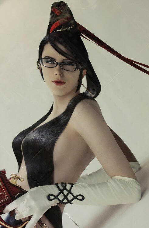 Bayonetta side boobs
