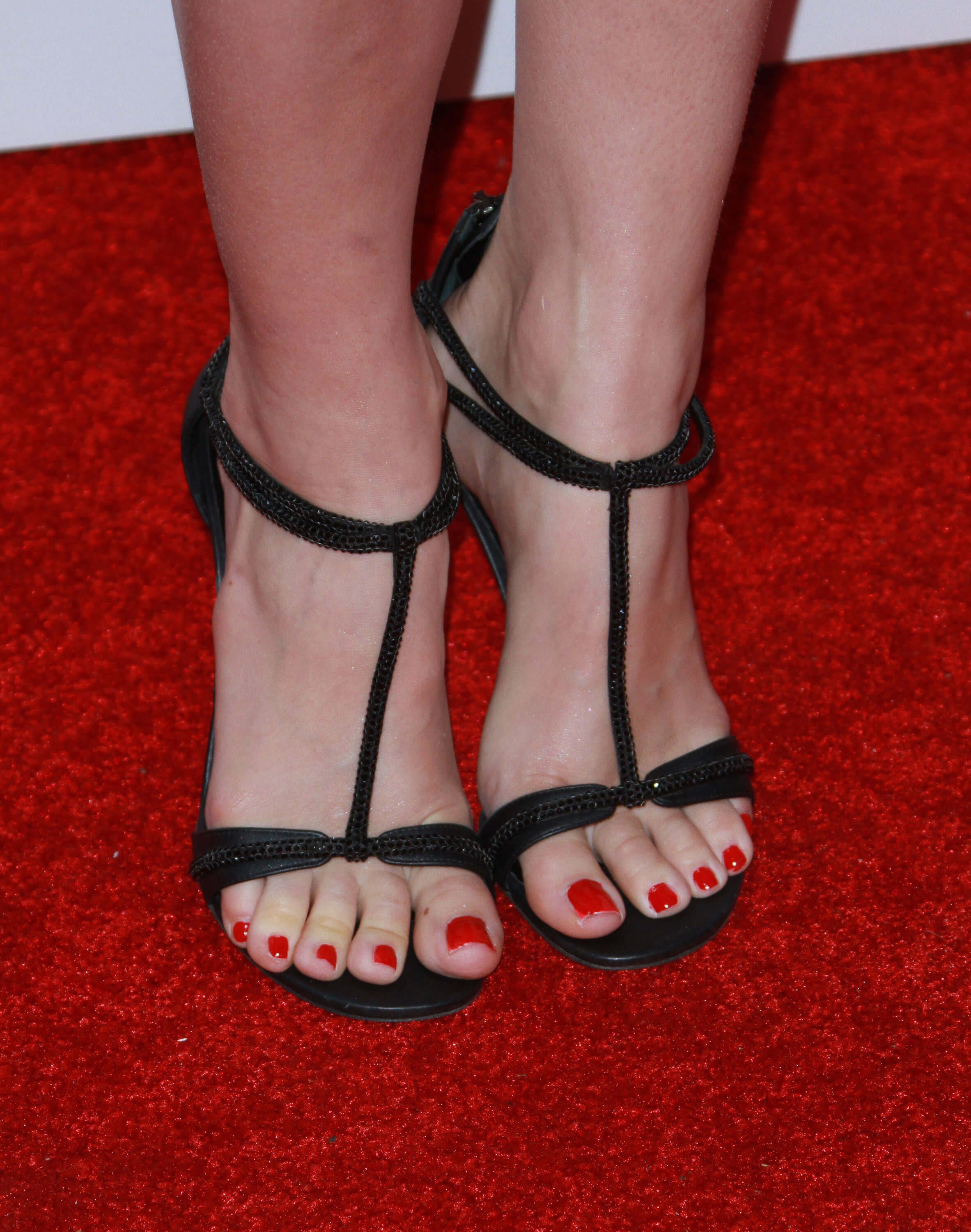 49 Sexy Beth Behrs Feet Pictures Will Make You Drool For