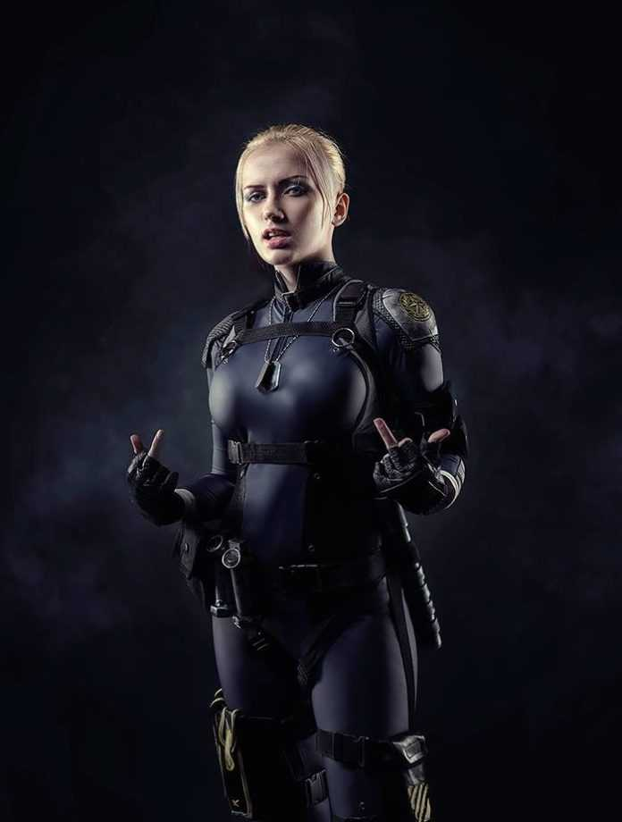 Cassie Cage hot look (1)