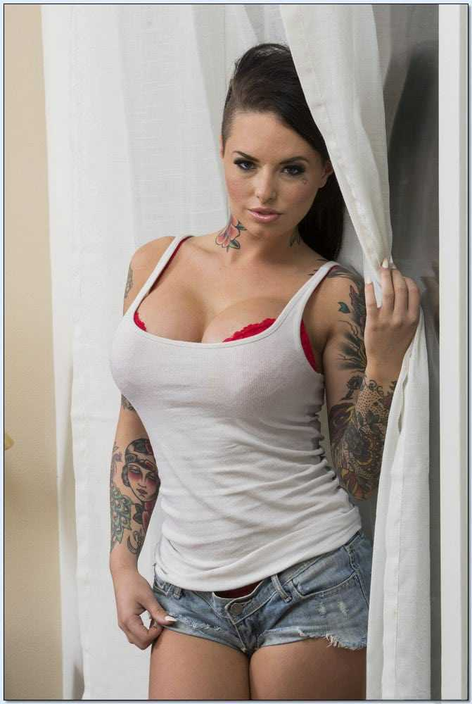 Christy Mack sexy cleavage pics