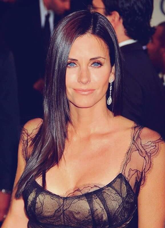 Courteney Cox hot busty pic