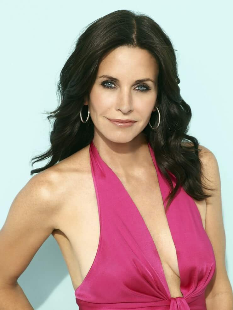 Courteney Cox sexy cleavage pic