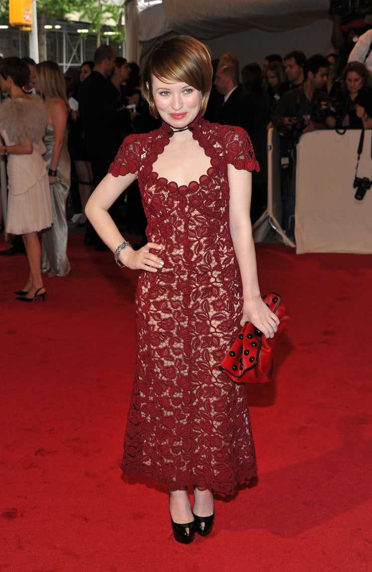Emily Browning sexy pictures (3)