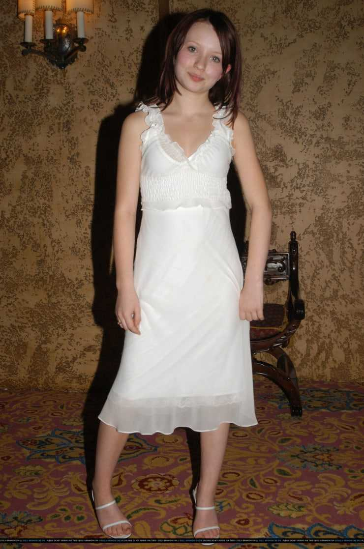 Emily Browning sexy pictures (8)