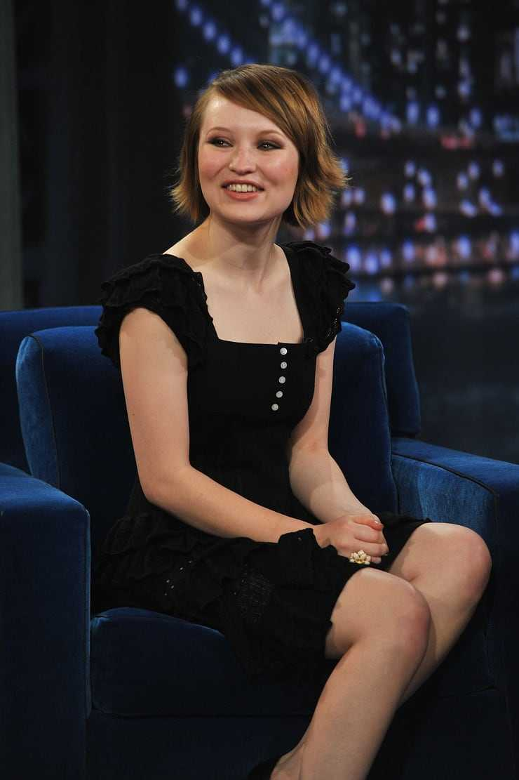 Emily Browning sexy pictures (9)