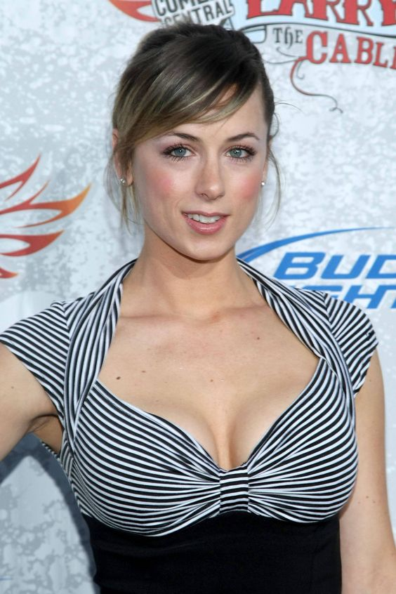 Iliza Shlesinger boobs pictures (1)