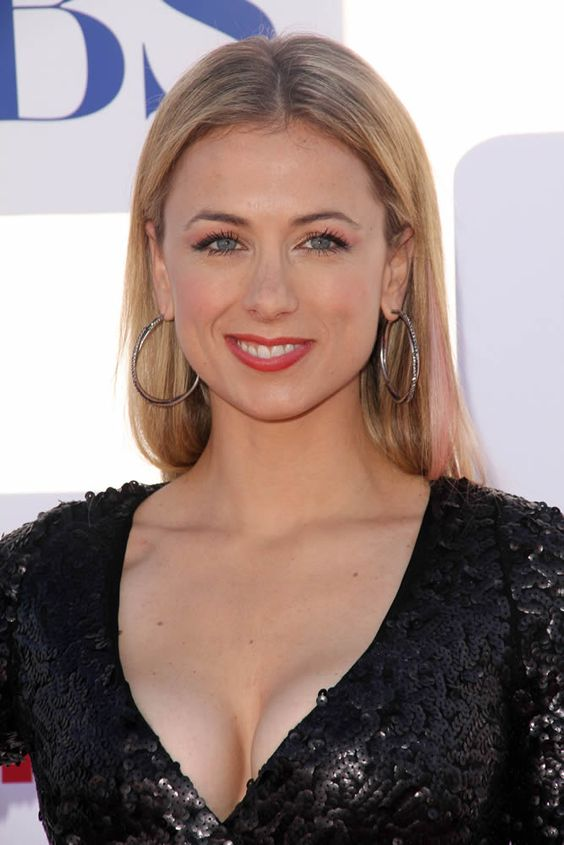 Iliza Shlesinger cleavage pictures