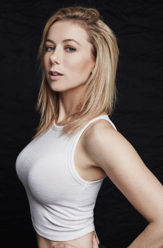 Iliza Shlesinger hot boobs pictures