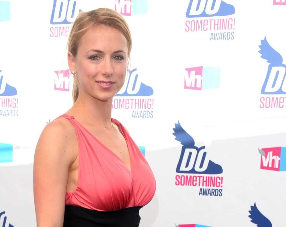 Iliza Shlesinger hot boobs pictures (2)