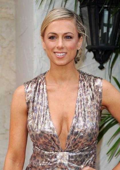 Iliza Shlesinger hot boobs pictures (4)