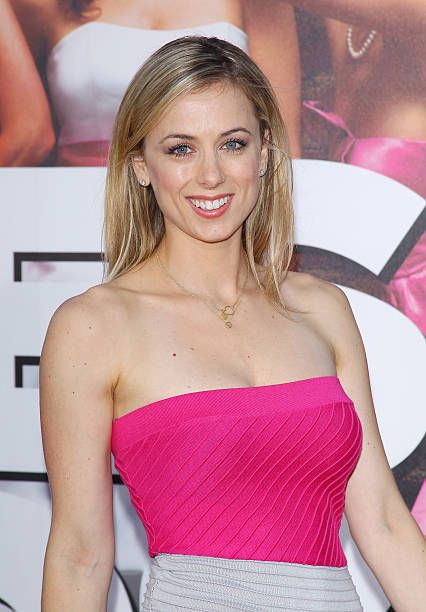 Iliza Shlesinger hot picture (3)