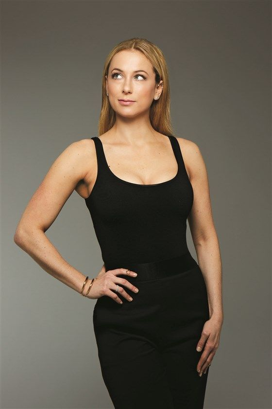 Iliza Shlesinger hot pictures (1)