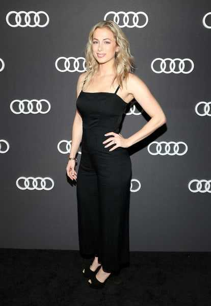 Iliza Shlesinger hot pictures (3)