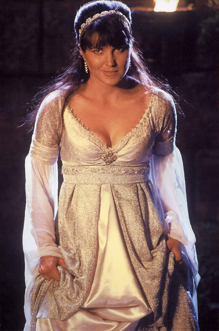 Lucy Lawless sexy photos