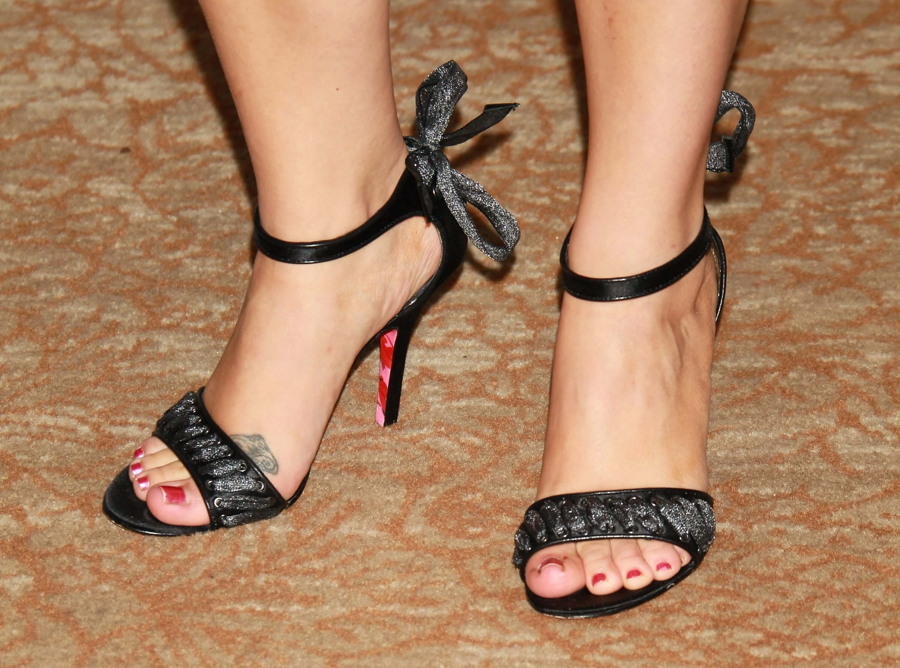 49 Sexy Melissa Joan Hart Feet Pictures Will Blow Your