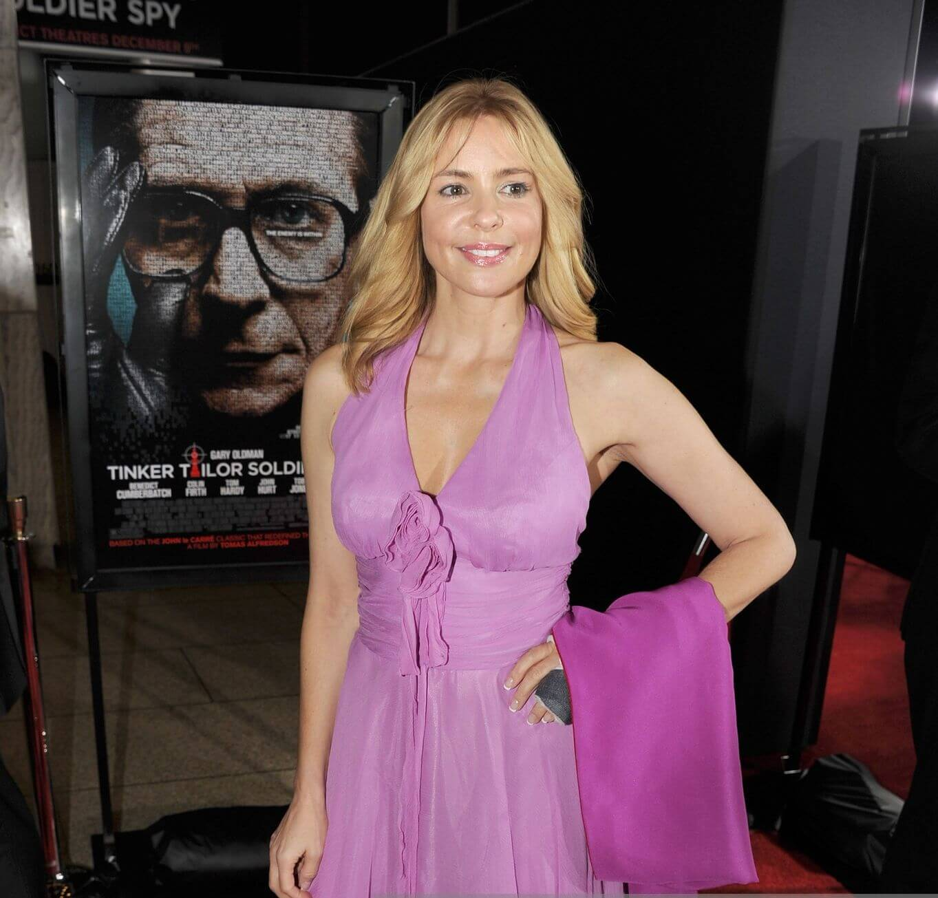 Olivia d'Abo sexy busty pic (2)