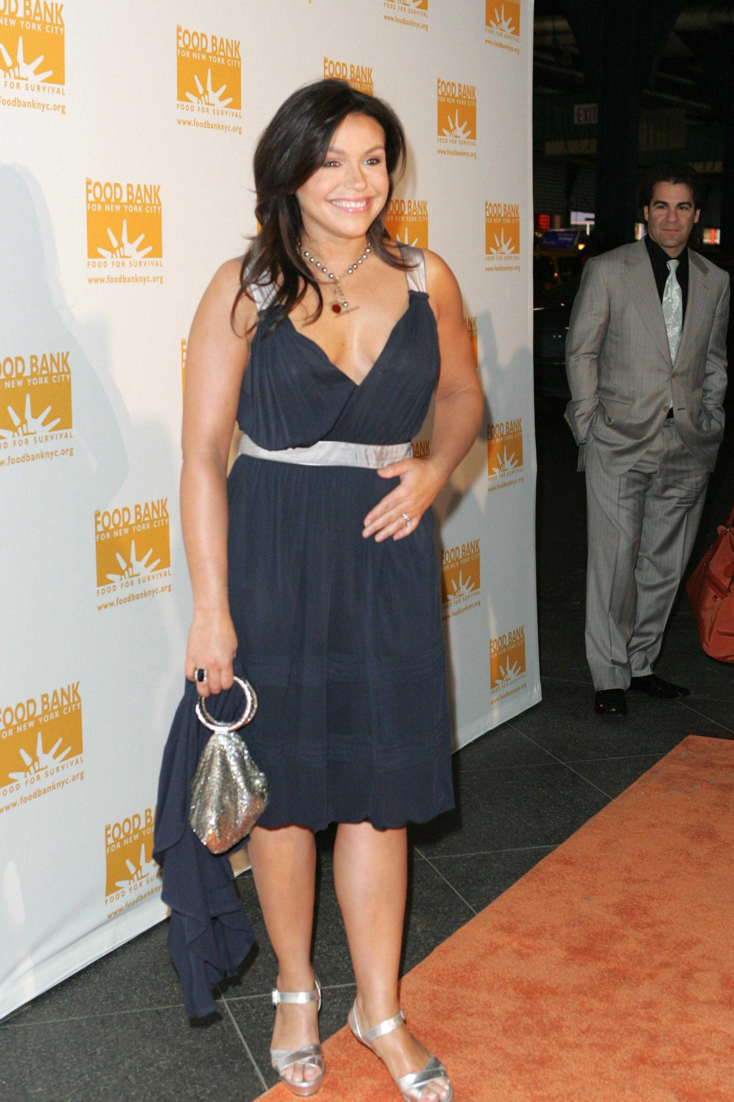 Rachael Ray sexy cleavage pic (2)