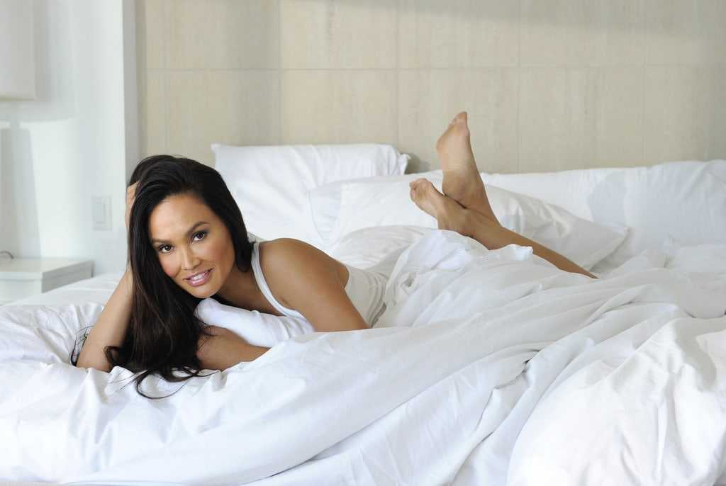 Tia Carrere sexy look pic (2)