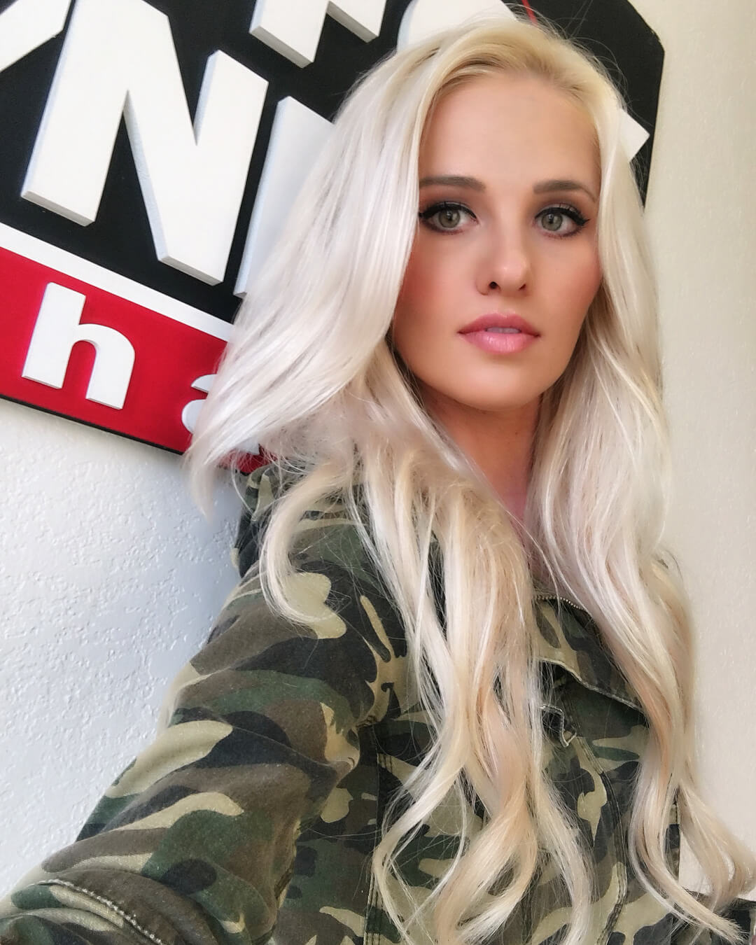 Tomi Lahren hot look pictures (3)