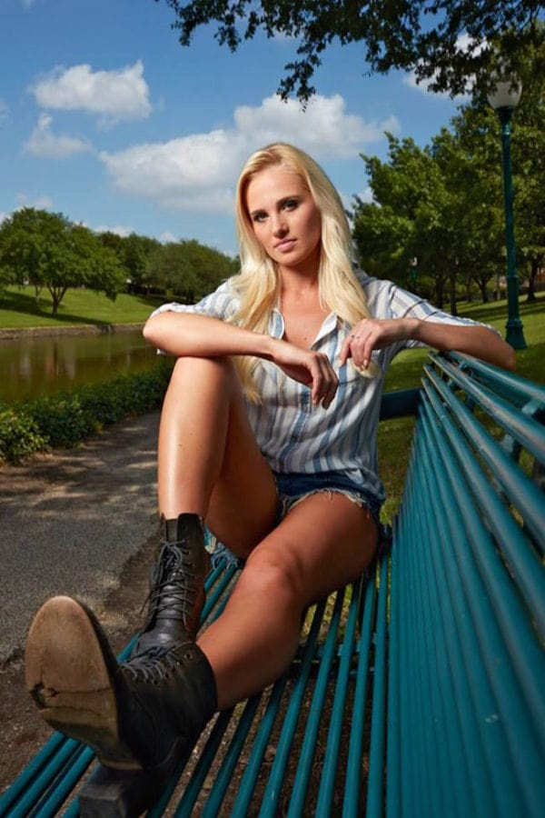 Tomi Lahren sexy thigh pics