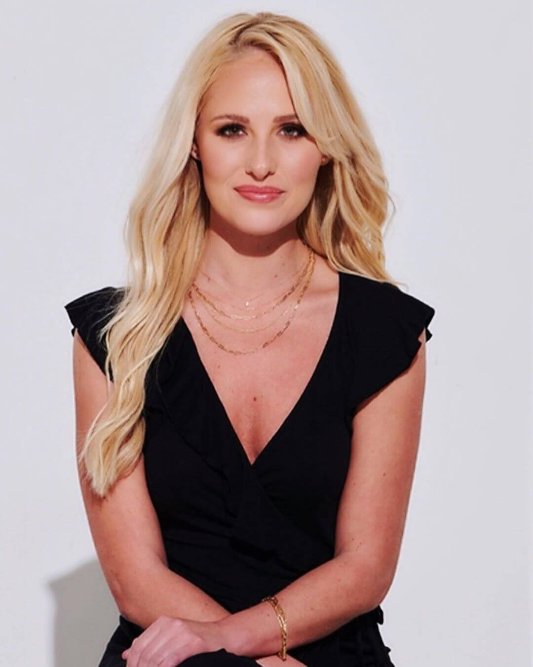Tomi Lahren sexy tits pics