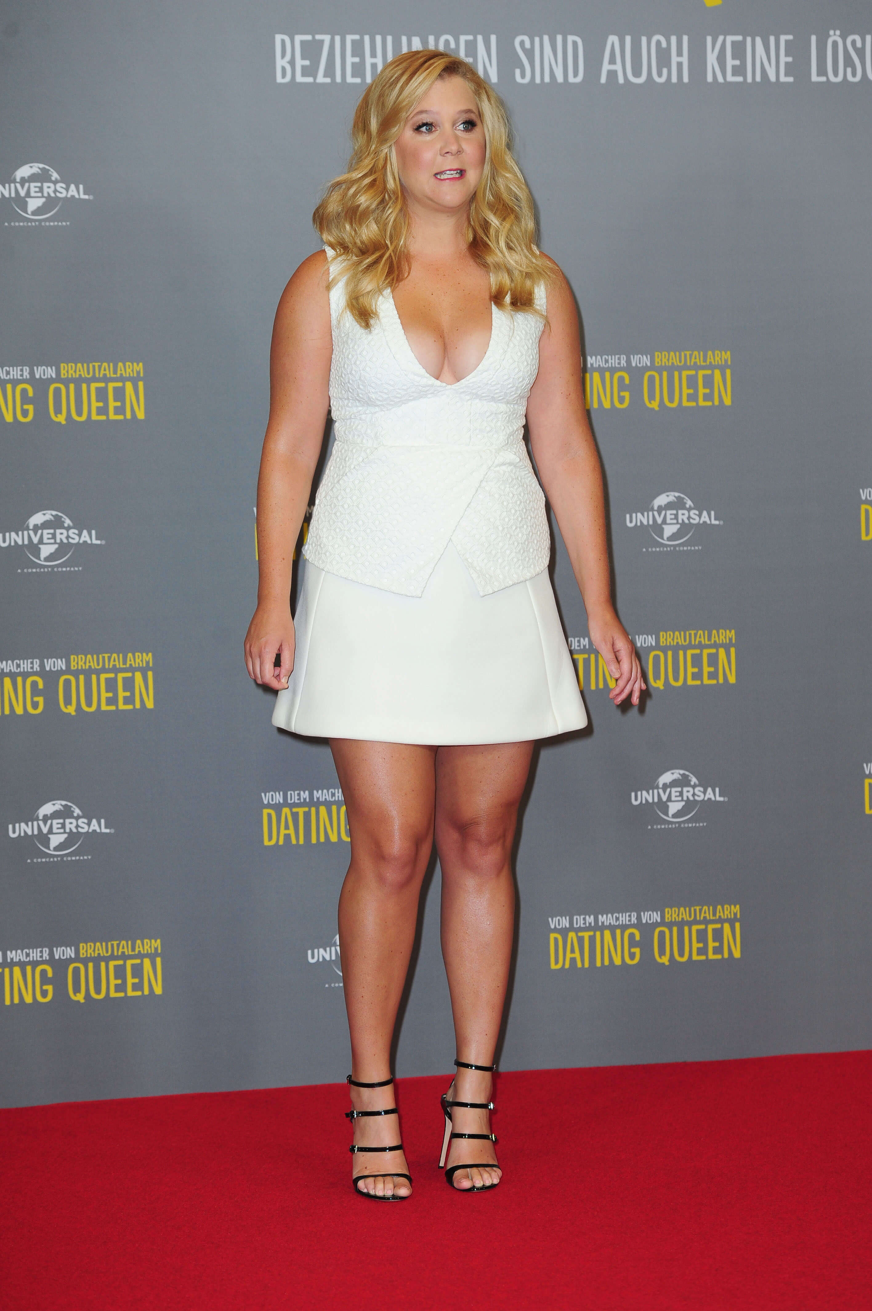 amy schumer bare feet