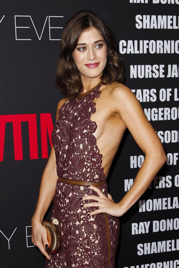lizzy caplan hot cleavage pic