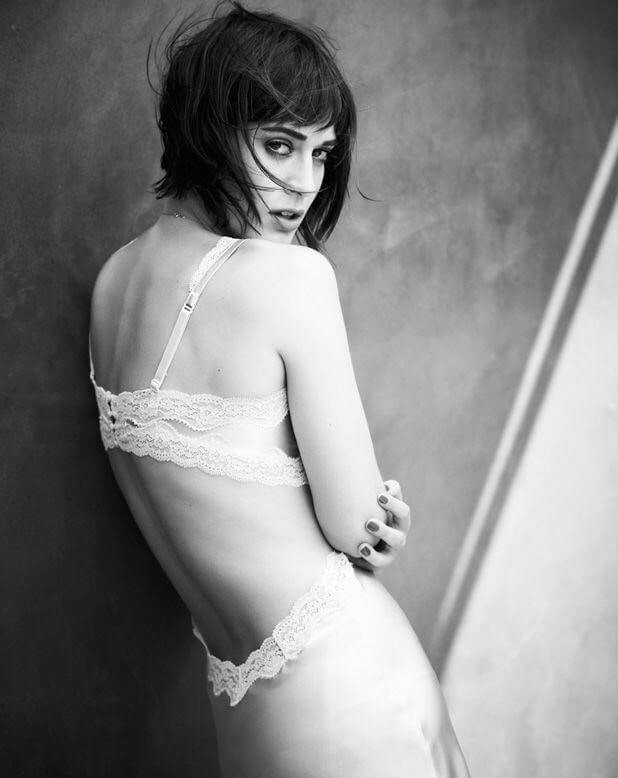 lizzy caplan hot side pic