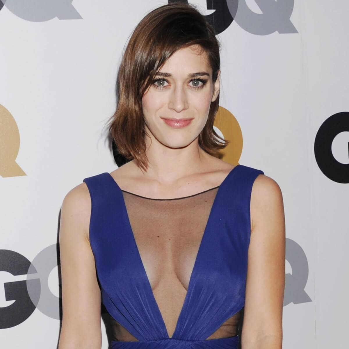 lizzy caplan sexy cleavage pics