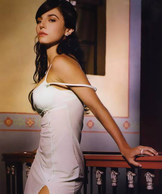 martha higareda hot side pic (2)