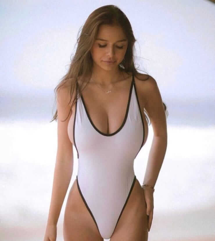 sophie mudd sexy cleavage