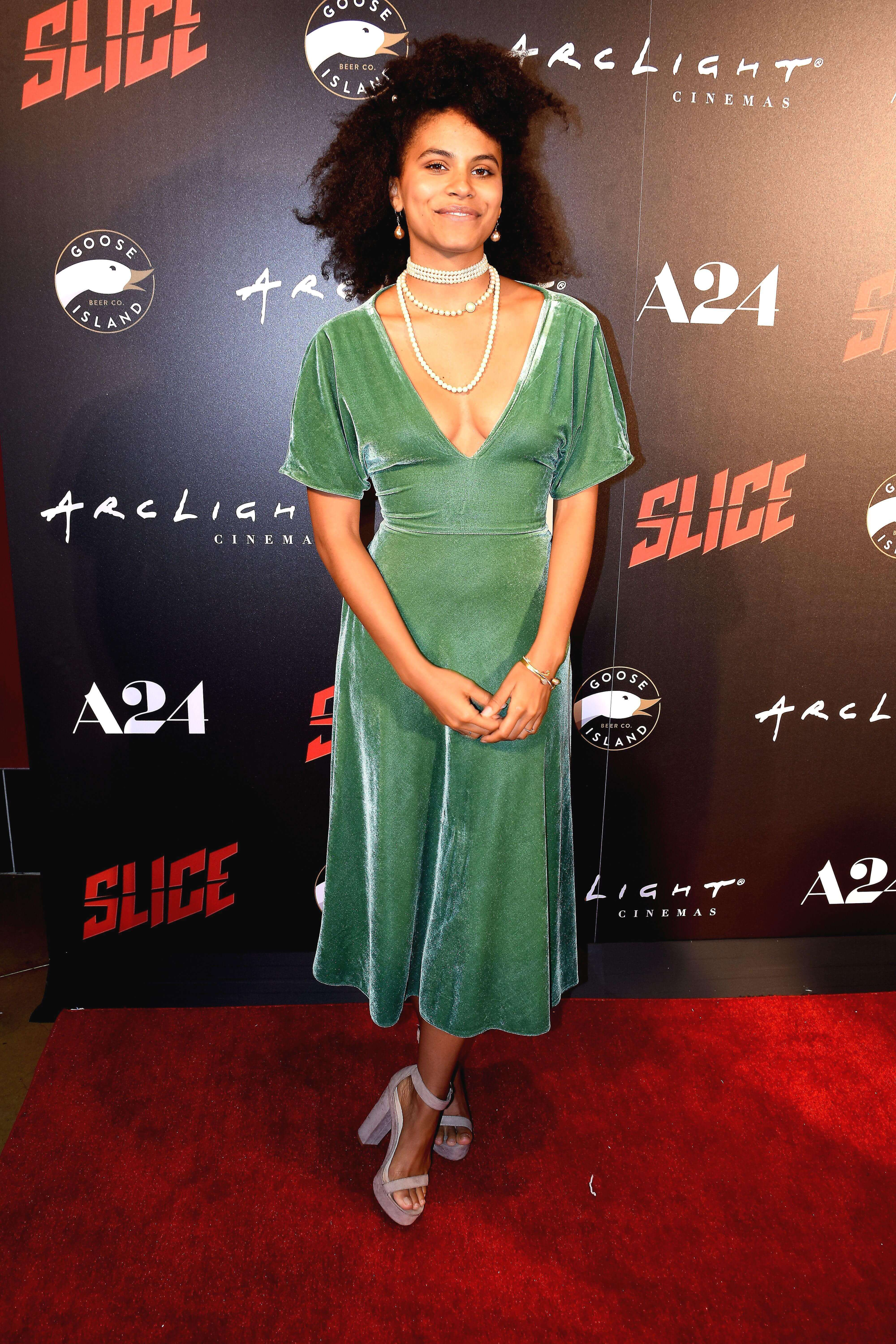 zazie beetz sexy cleavage (2)
