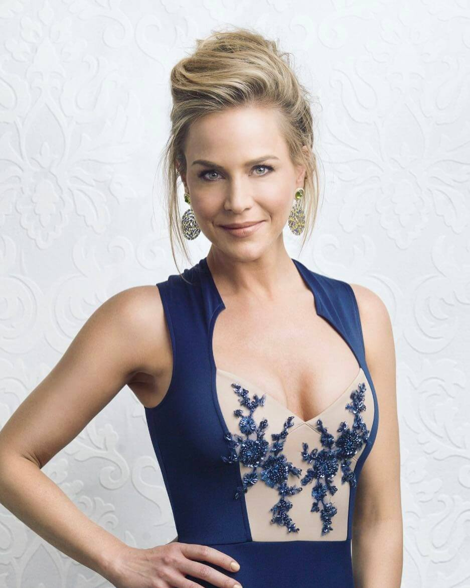 Julie Benz awesome pic