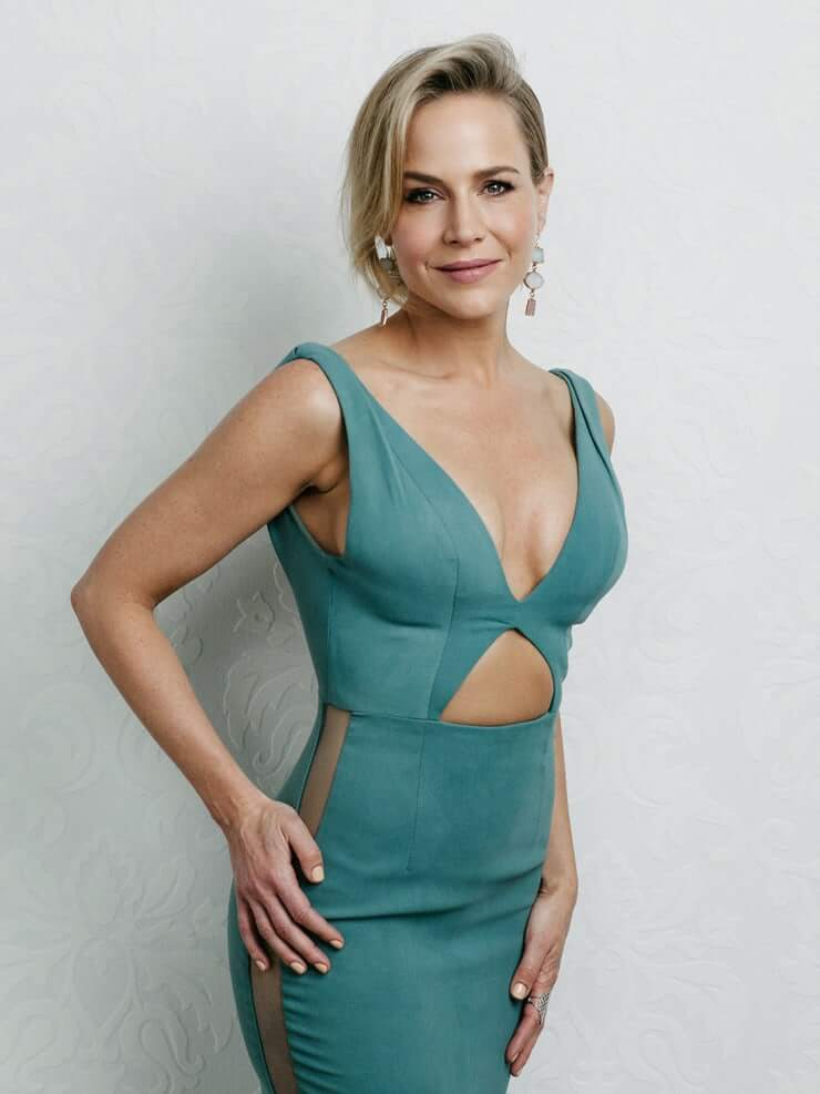 Julie Benz hot cleavage pic