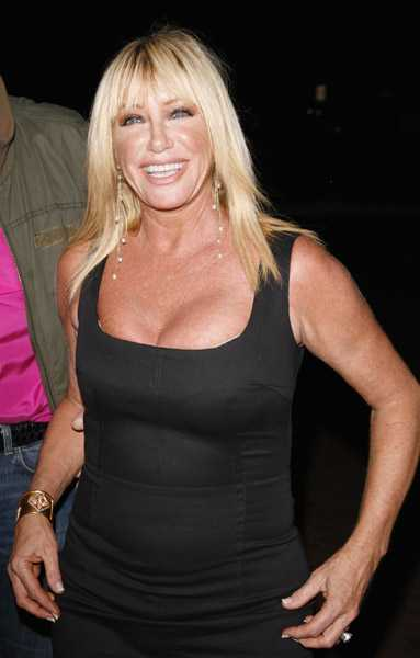 Linda Hogan cleavage (1)