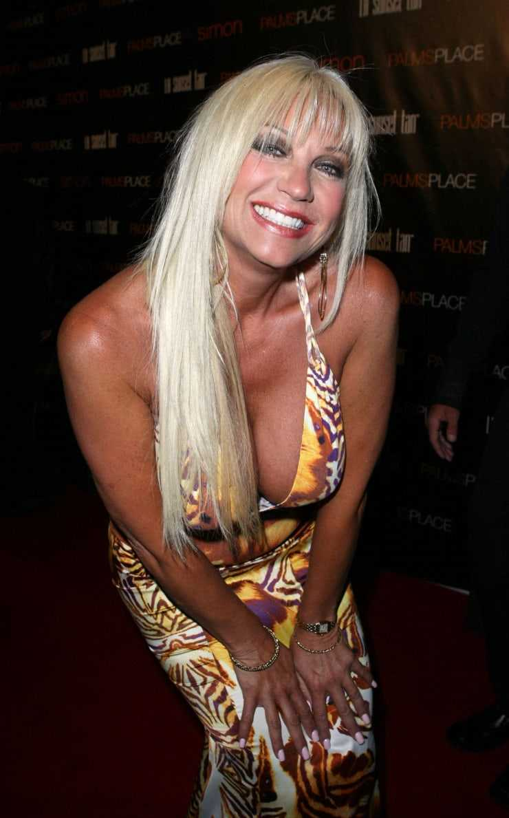 Linda Hogan hot pictures (1)