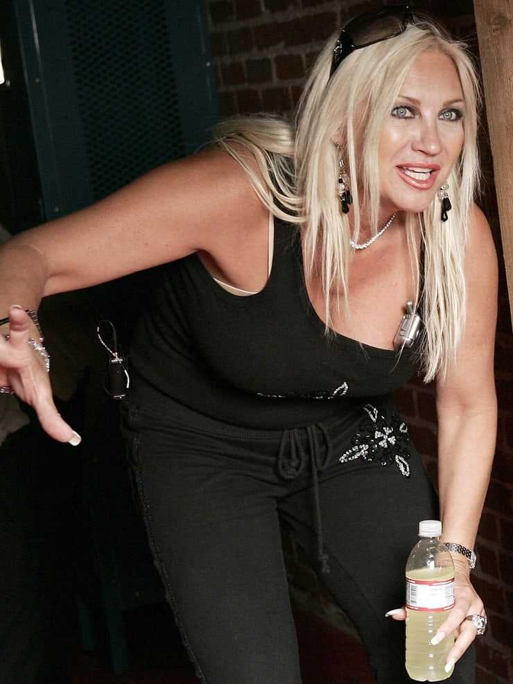 Linda Hogan hot pictures (2)