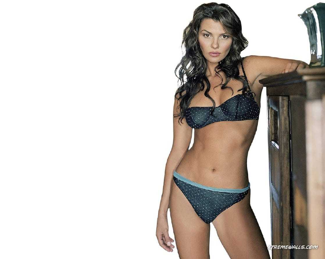 Ali Landry hot look pics
