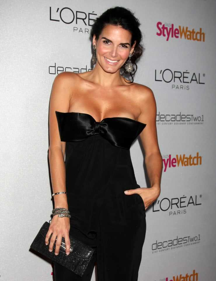 Angie Harmon sexy tits pictures