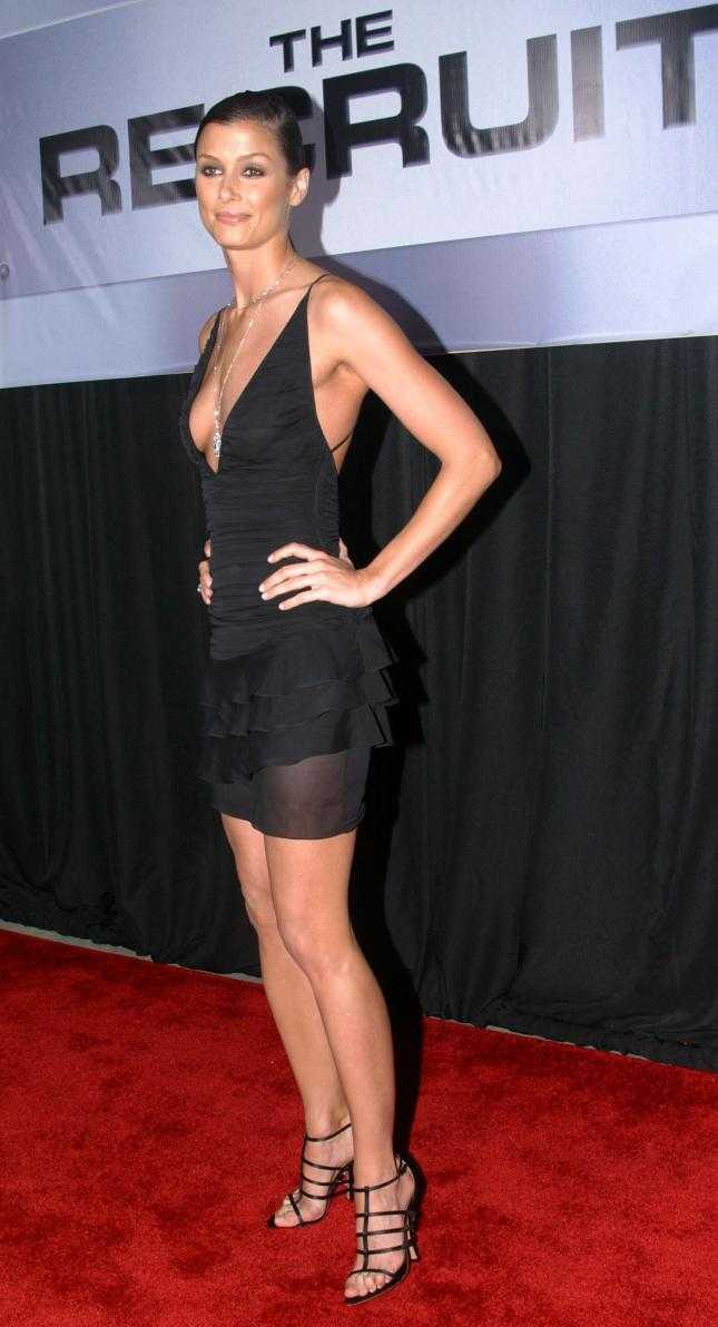Bridget Moynahan sexy side boobs pictures