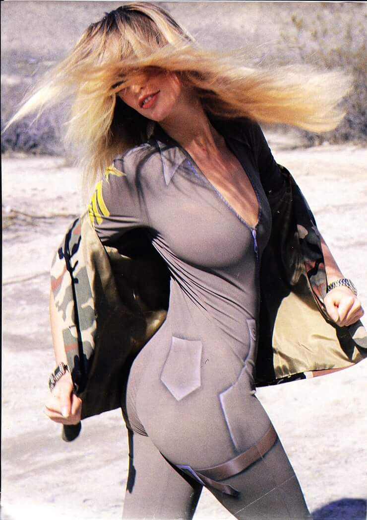 Claudia Schiffer awesome butt